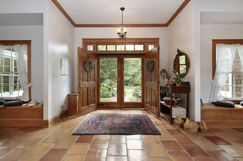 Making an Entryway Attractive and Organized